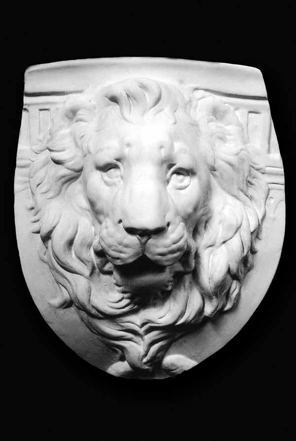 Лев из гипса